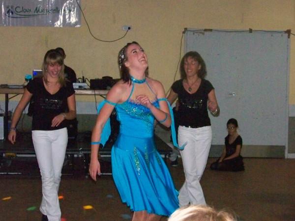 Mélanie Huguenet, championne du monde de danse country, en démonstration lors de la soirée beaujolais de Claix Naturellemen
